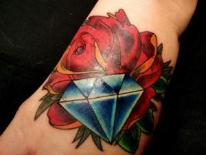 tatouage rose et diamant